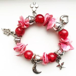 Vintage pink shell & red bead charm bracelet
